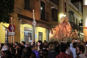 Madonna und Bodega. Prozession in Sevilla