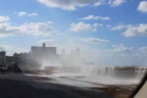 Havanna Februar 2015 Hafenstraße Malecon. Windstärke 3 an einem normalen Tag