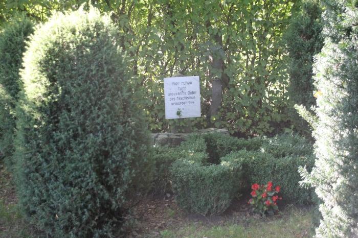 """Das """"Russengrab"""" in Born a. Darss. Hier ruhen KZ-Häftlinge"""